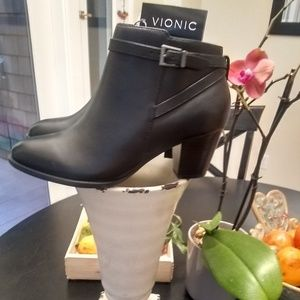 Vionic Upton Boot Hidden Orthotic Arch Support